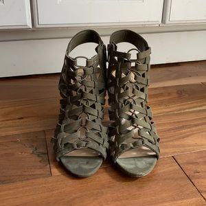Vince Camuto Elishan Green Sandal Size 8!